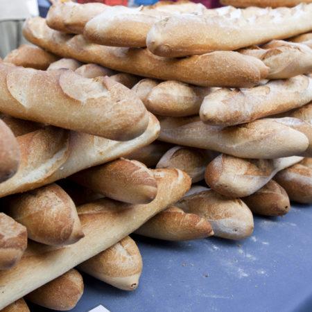 AuftragArbeit in unseren Bäckereien stellen wir Leckereien für die Gastronomie und den Detailhandel her.