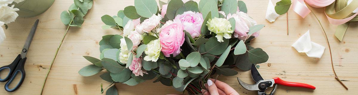 AuftragArbeit in unseren Blumenläden und Gärtnereien bieten wir Ihnen aussergewöhnliche Blumensträusse.