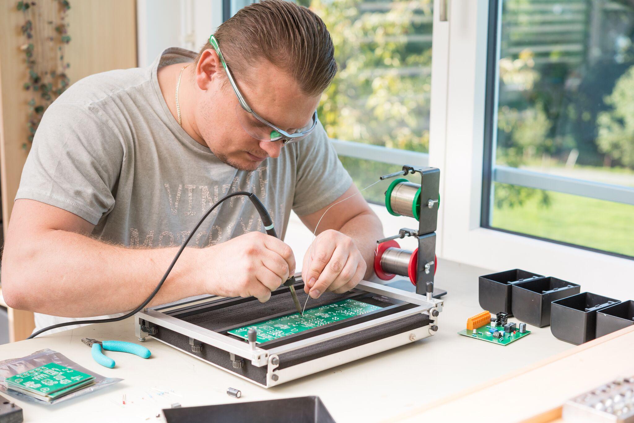 Dienstleistung Elektronik & Kabelkonfektion